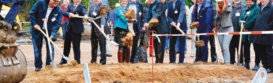 Hecker Bau: Erster Spatenstich für den NDR-Mast in Steinkimmen