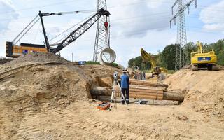 Depenbrock-Bagger auf der Baustelle beim Verlegen der Rohre